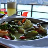 Sea fruit & vegetable coconut milk curry