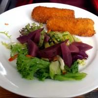 Kroketten si salata cu pere in vin rosu