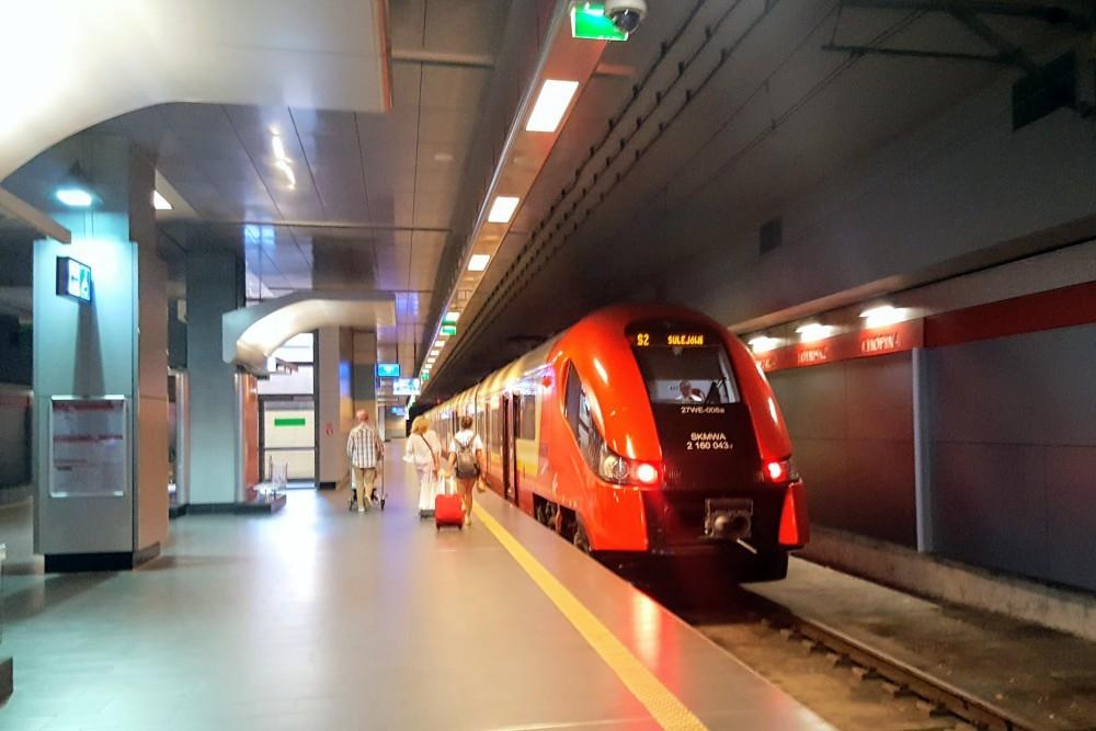tren aeroport Varsovia