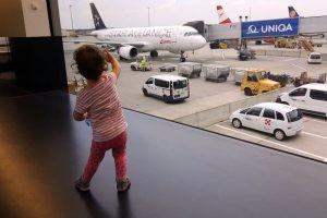 bebelus la primul zbor cu avionul